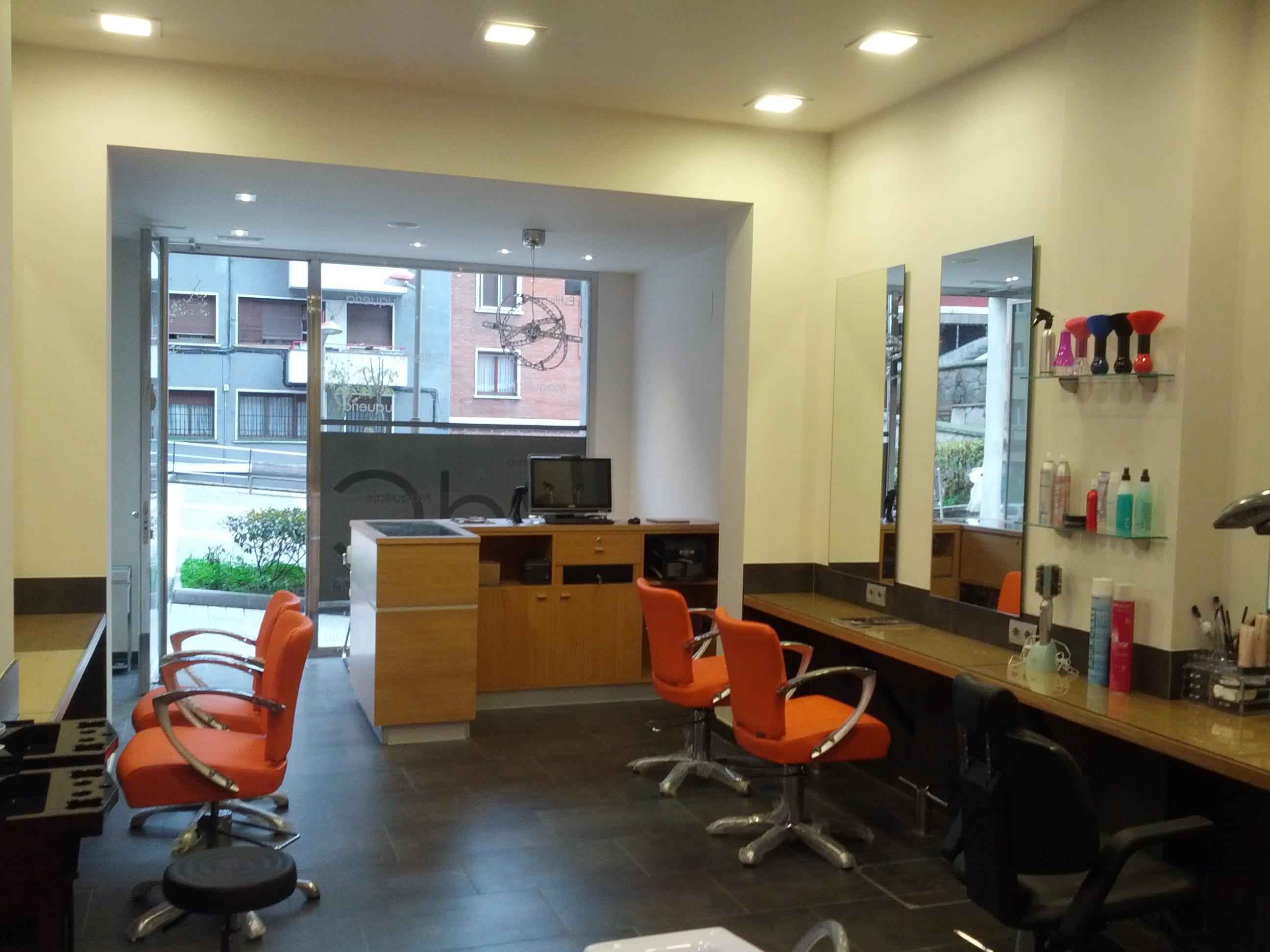 Locales comerciales haus interiores bilbao - Interiores de peluquerias ...